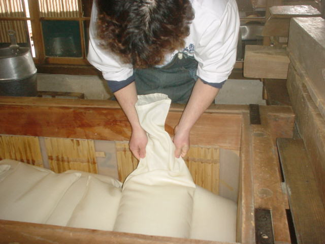 "Laying bags in the pressing machine, or ""fune"""
